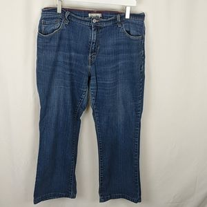 Levi's relaxed bootcut 550 medium wash 16 short